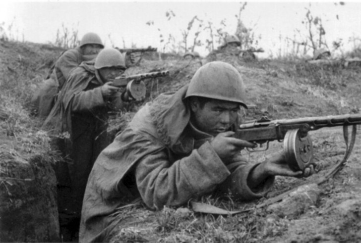 Image result for RUSSIAN SOLDIER WITH PPSH 41