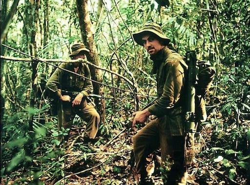 два охотника в джунглях поползли после
