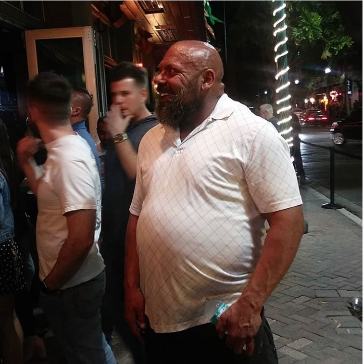 Steam Community At The Club With Big Lenny Lenny is strong but most of all lenny give de dong. at the club with big lenny